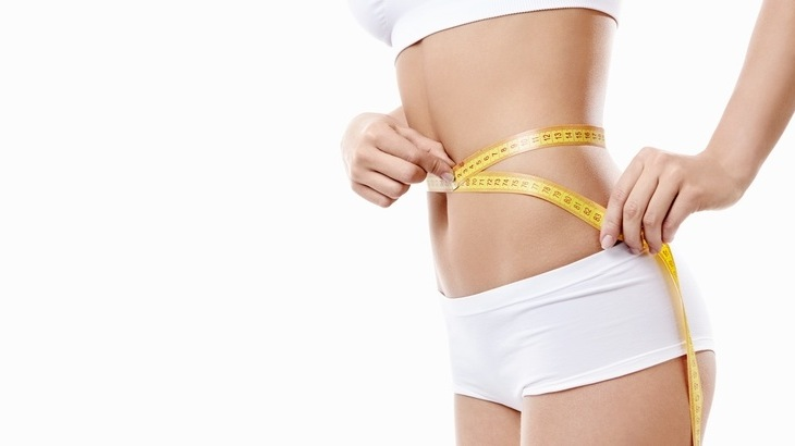 Measuring tape makes measuring easier, but is not the only means of ascertaining body measurements. Face a full-length mirror while wearing minimal or no clothing. Accurate measurements require measuring only the body, not additional layers of fabric.
